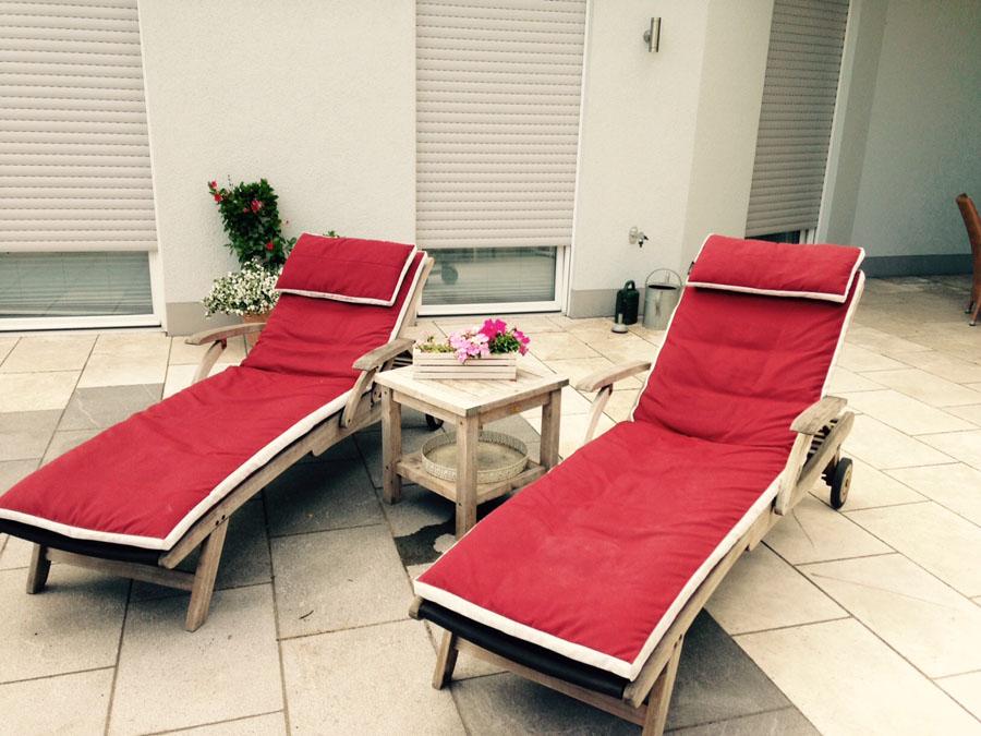 sonnen-sicht-schutz-hasbergen-hoffties-wetterfeste-outdoorkissen-auflagen-liegestuhl-garten