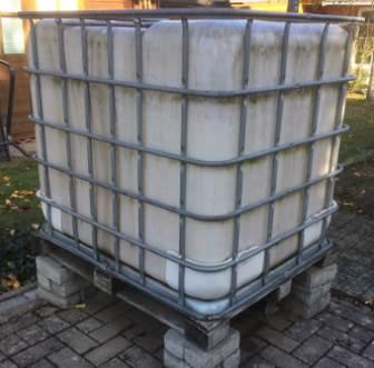 Upcycling - schönes aus gebrauchten Markisenstoffen - Stoffe second hand - Wassertank im Garten ohne Abdeckung